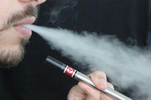 Comment arrêter de fumer grâce à la cigarette électronique?