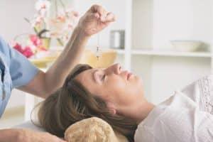 Pourquoi l'hypnose peut-elle aider à maigrir ?